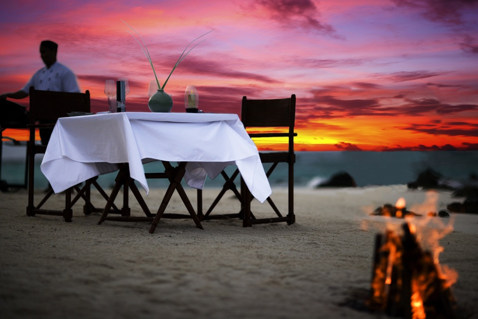 Романтический ужин на пдляже