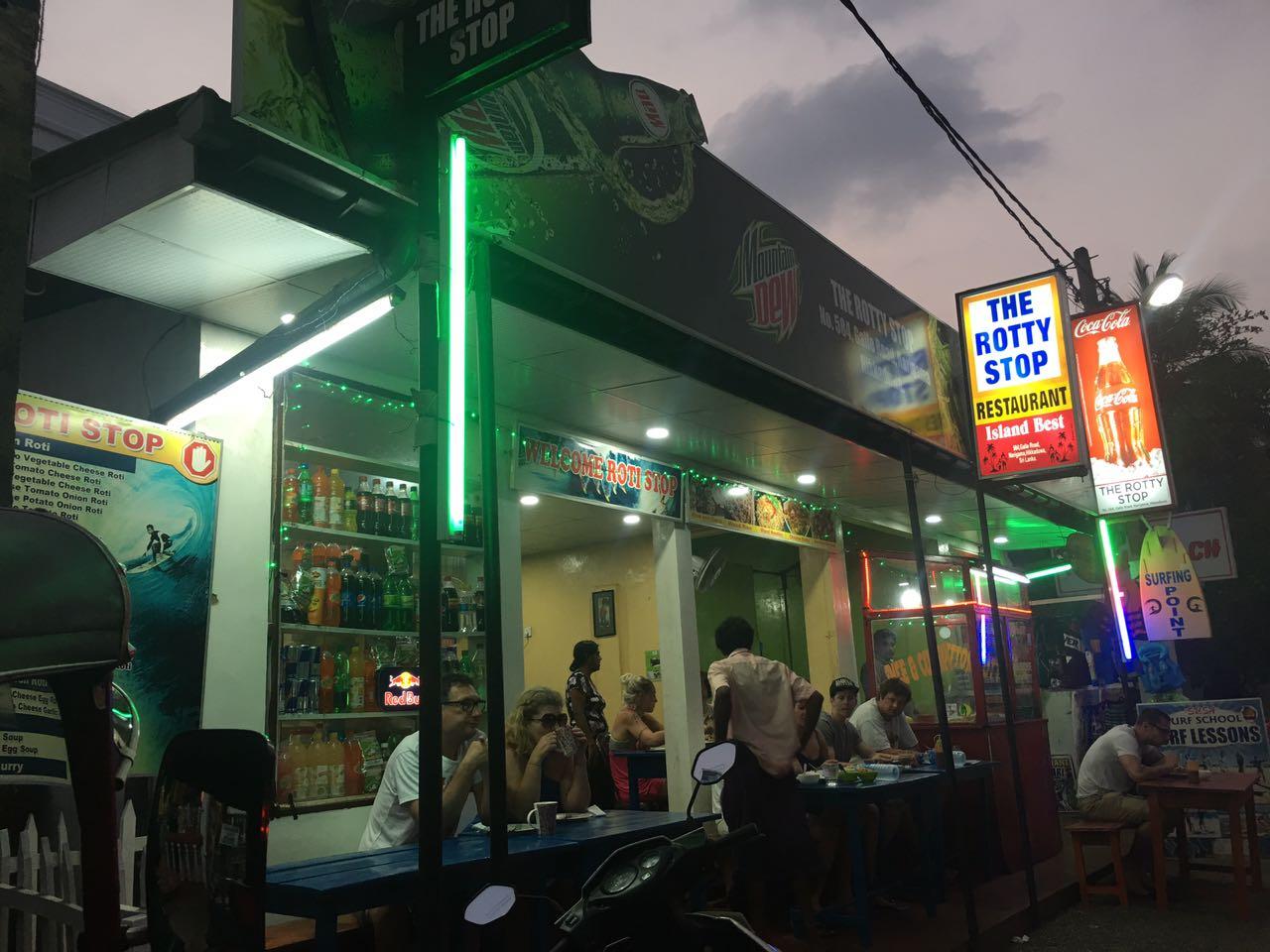 Рестораны и кафе Хиккадувы Шоп