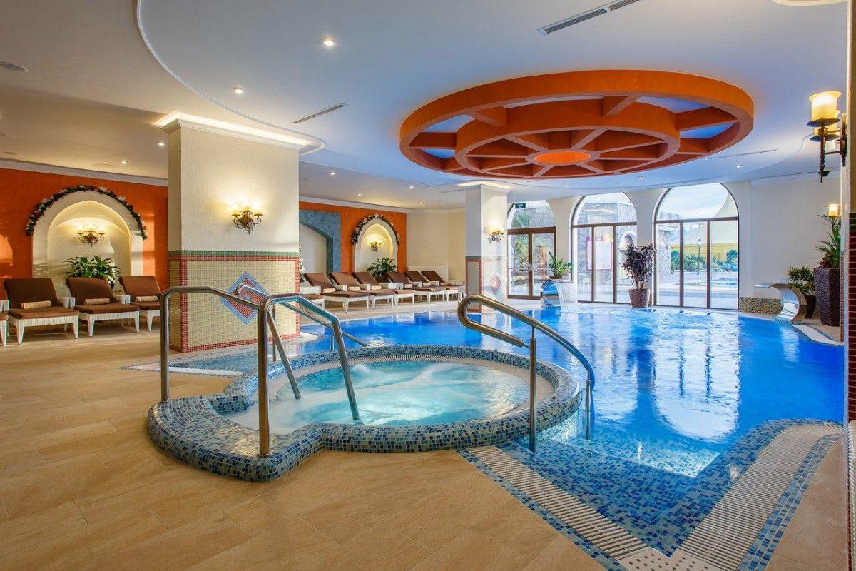 Отель богатырь бассейн