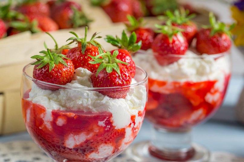 творожный десерт склубникой
