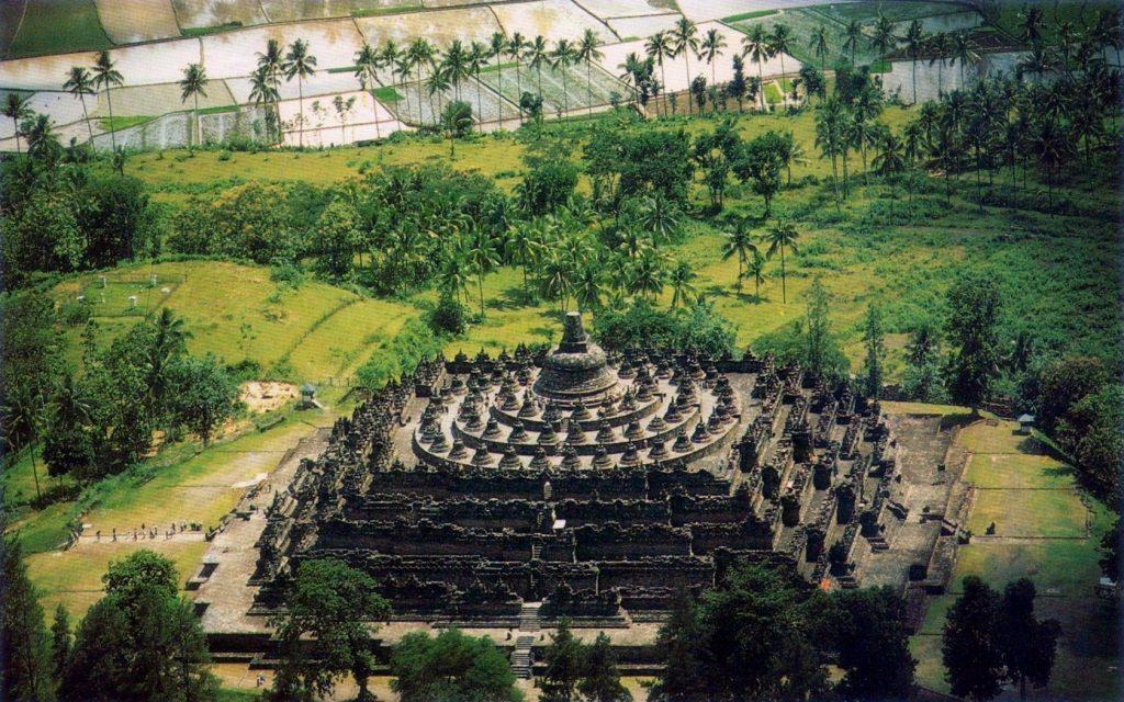 Старинный храм