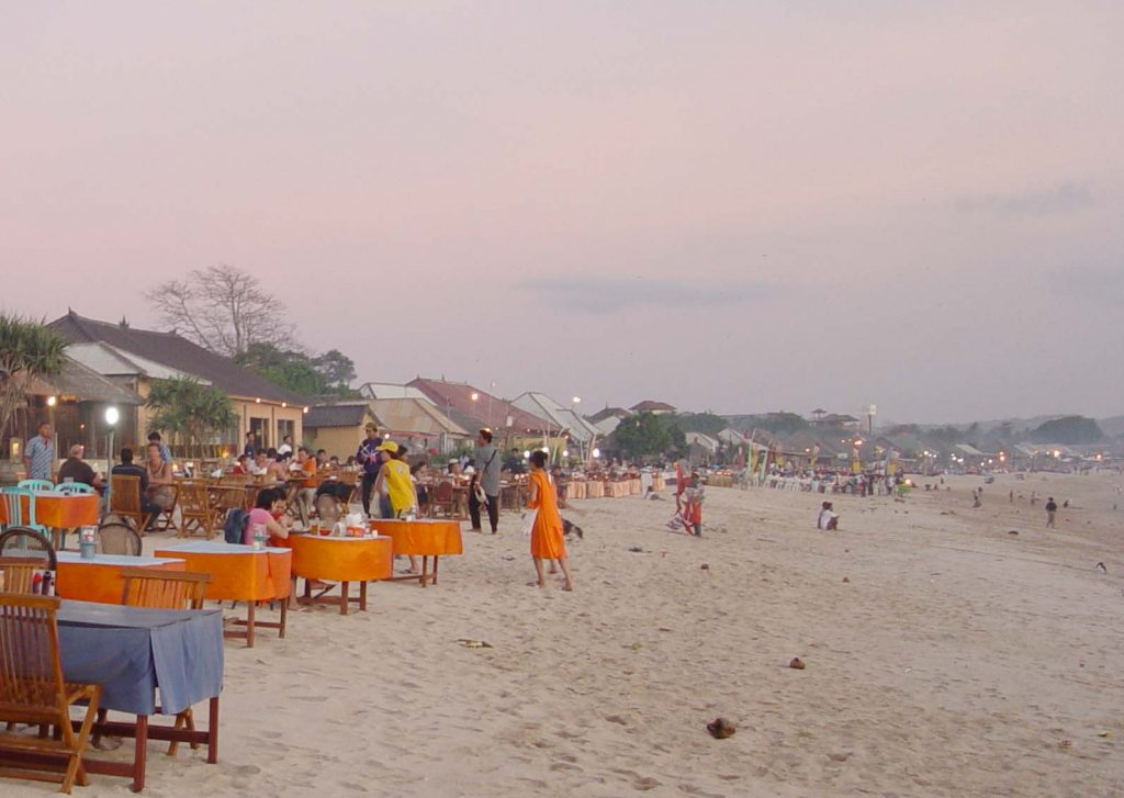 Огромный пляж Джимбаран