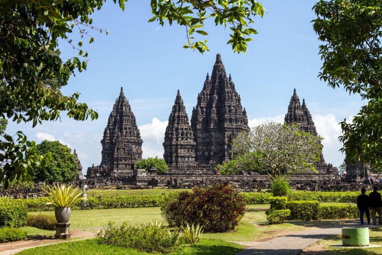 Огромный храм