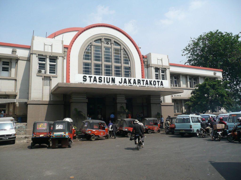 Типичный железнодорожный вокзал