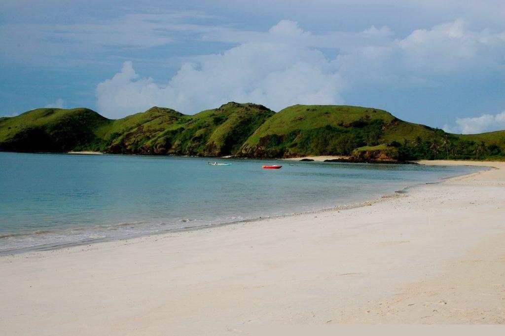 Живописные пляжи острова