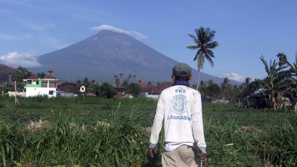 Как живут возле вулкана