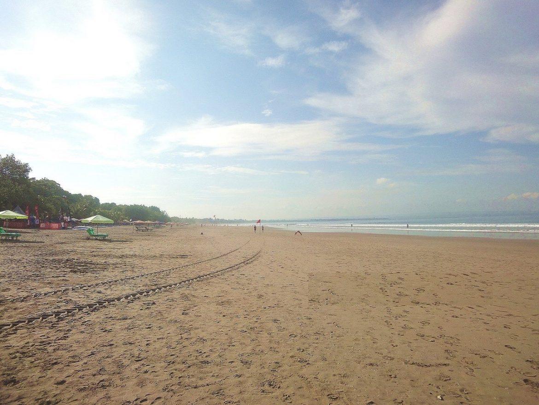 Огромный пляж Легиан