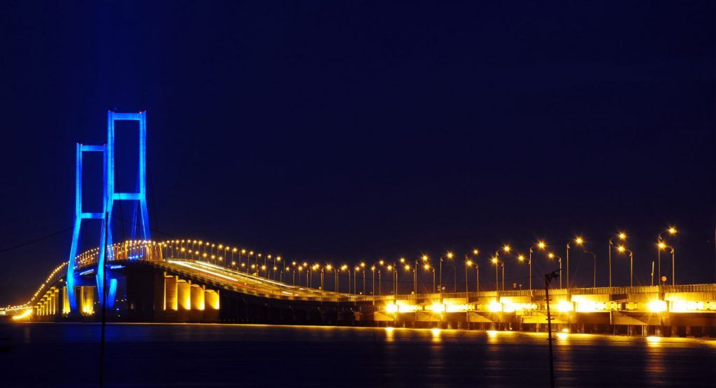 Красивый мост Сурамаду