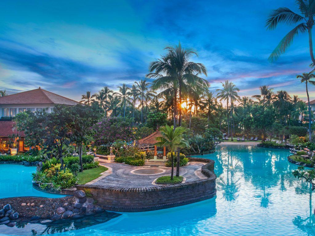 Огромный отель The Laguna Resort & Spa