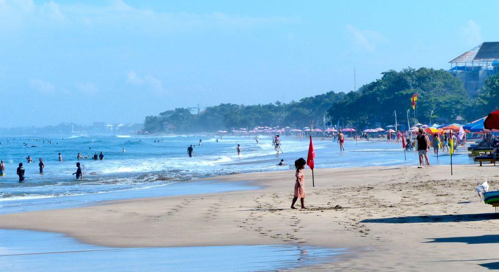 Бюджетный пляж Легиан