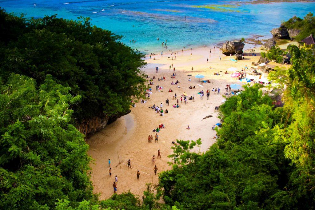 Каменый пляж Паданг-Паданг