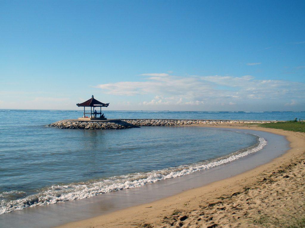 Красивый пейзаж пляжа Санур