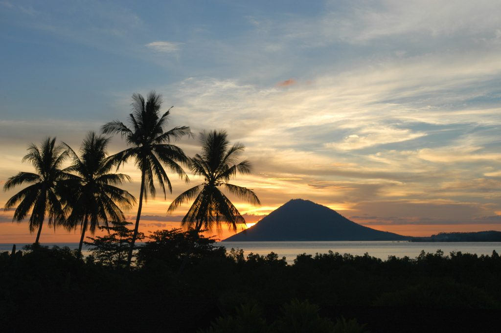 Северный Сулавеси - вулкан Амбанг