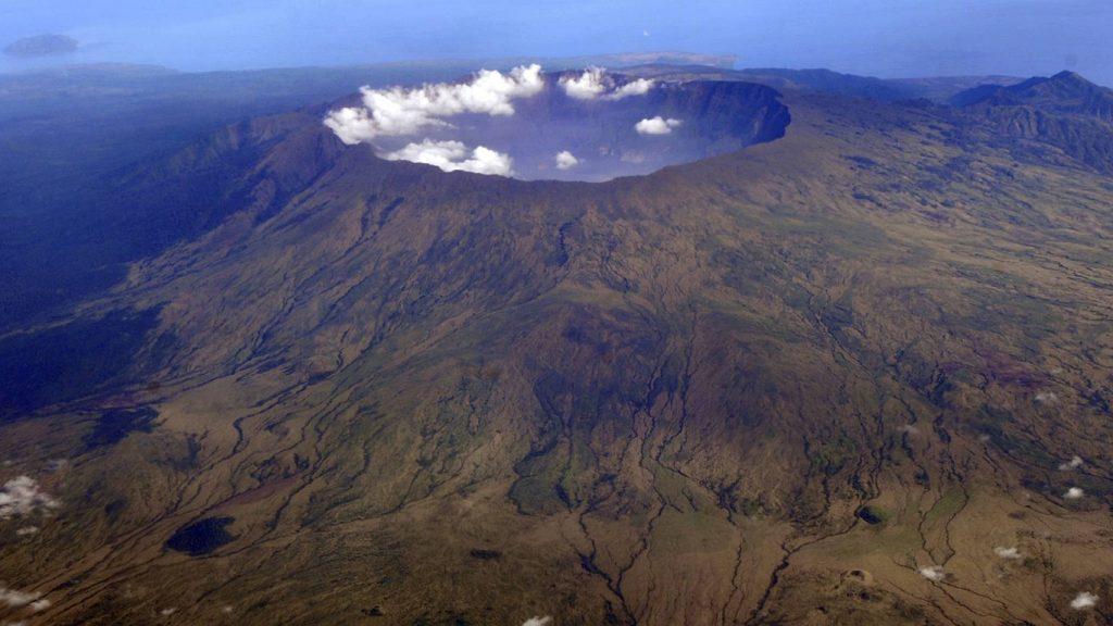 Вид сверху на вулкан Тамбора