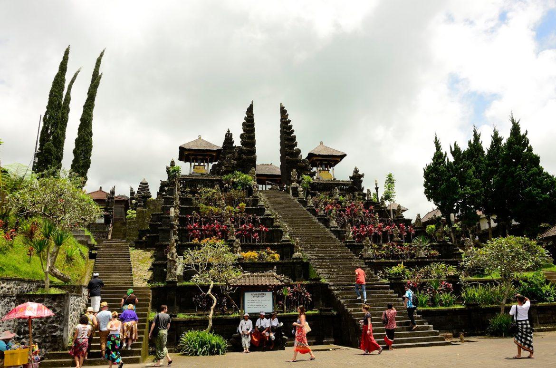 Старинный храм острова