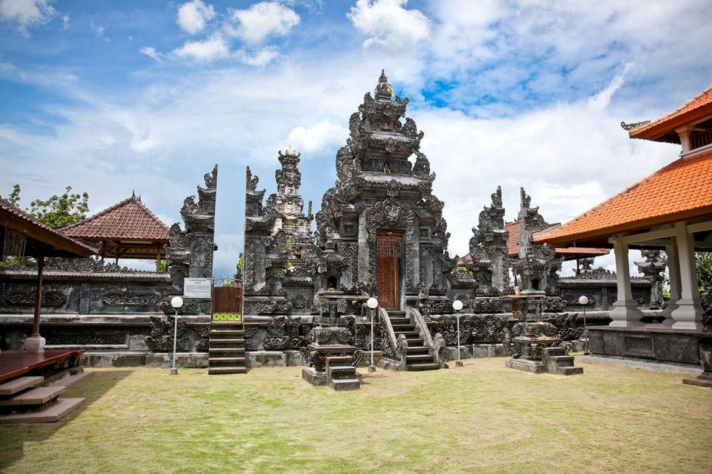 Удивительный храм