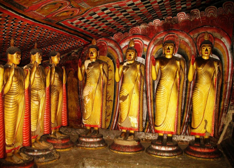 Внутри храма Дамбуллы