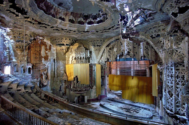 Заброшенный театр в Детройте