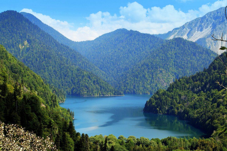 Озеро Абхазии